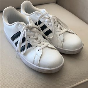 Adidas sneakers size 9 1/2